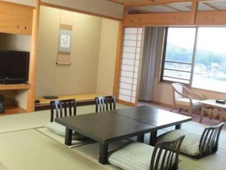 禁煙和室12.5畳 上階レイクビュー