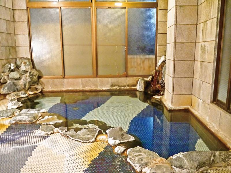 【大浴場】贅沢な源泉かけ流しの湯を堪能