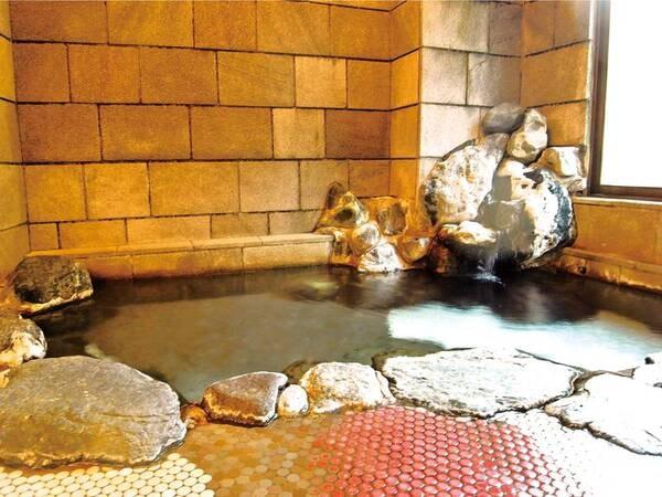 【大浴場】落ち着きのある大浴場で源泉かけ流しの湯を堪能