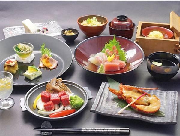 【夕食/例】伊勢海老の焼き物や和牛の陶板焼きなど