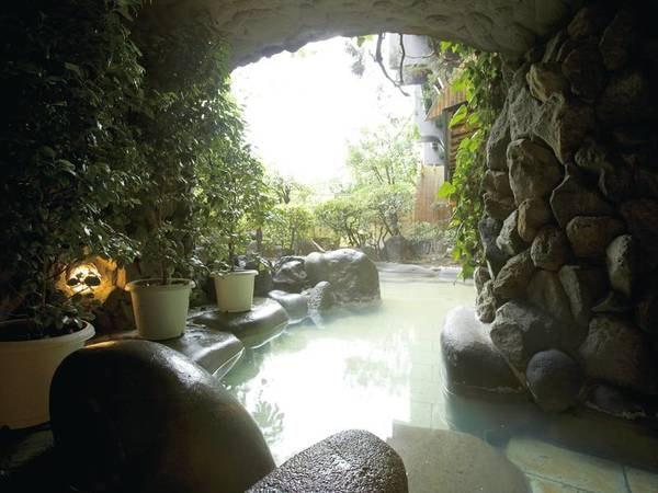 【露天風呂/木清の湯】洞窟を思わせる雰囲気