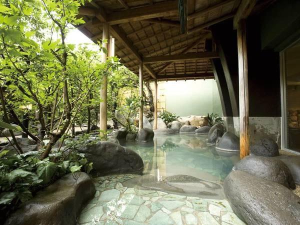 【露天風呂/石華の湯】野趣たっぷり!風情溢れる露天風呂
