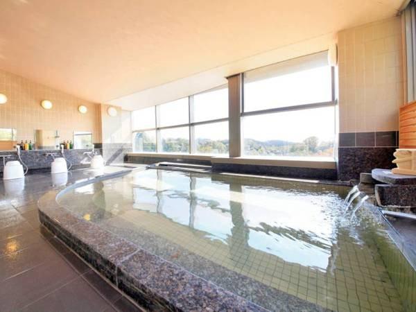 【展望温泉大浴場】最上階より緑を眺める