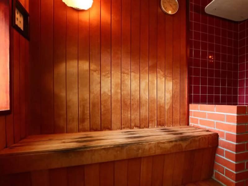 【貸切風呂】無料で利用できる貸切露天風呂にはサウナを併設