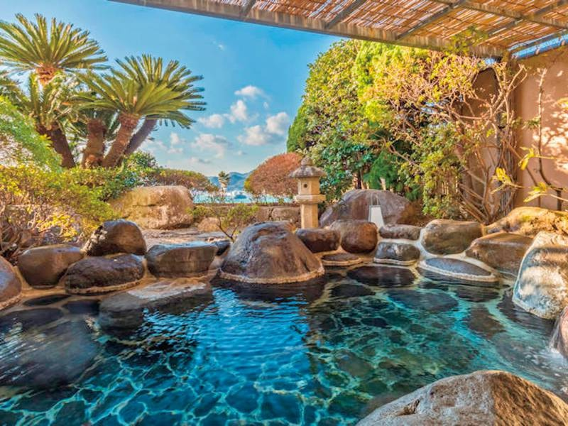 【殿方大浴場・庭園露天風呂/すいせん】   下田港を見下ろす豊かな緑に囲まれた露天風呂