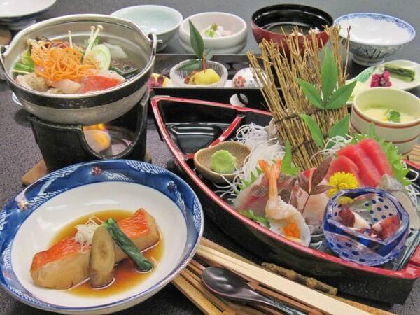 [夕食例]お値打ち価格で宿泊!金目鯛(切身)の煮付け、お造り舟盛(グループ1台)など