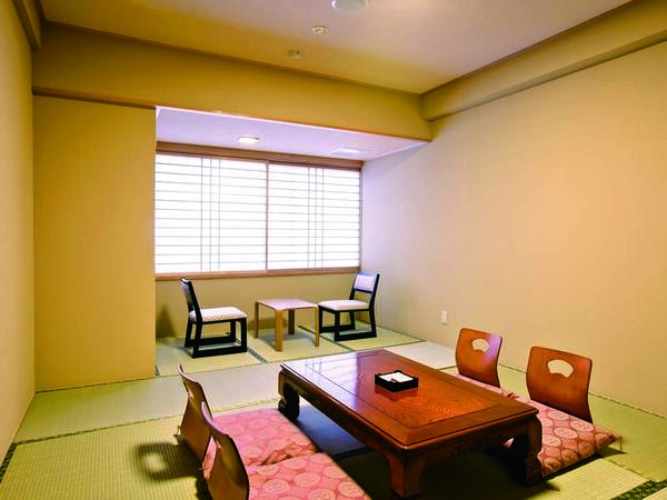 浜名湖望む、広縁付8畳和室へご案内/例