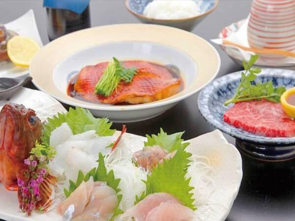 ご夕食一例(地魚造りや煮付けなど)