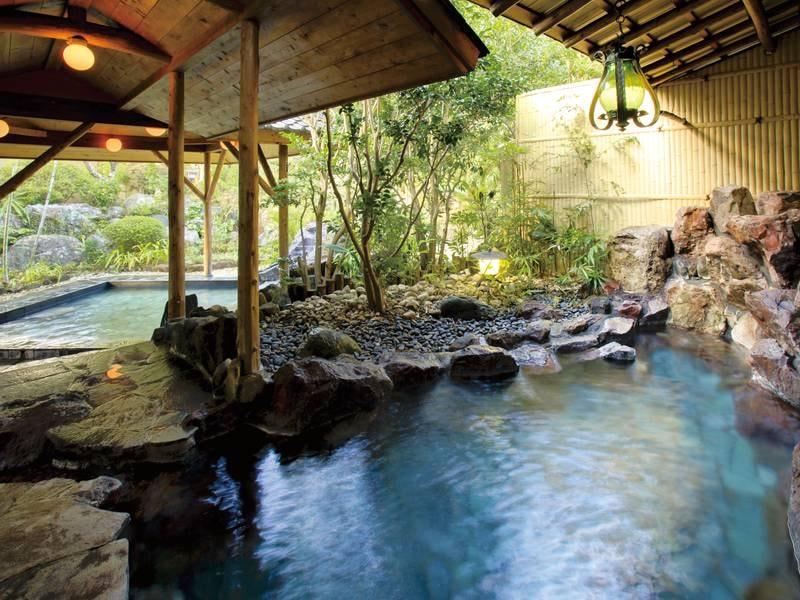 【露天風呂】約3本の源泉から引湯する温泉