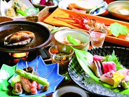 【夕食一例】伊豆の新鮮な魚介を使用した、彩り美しい和会席をご用意