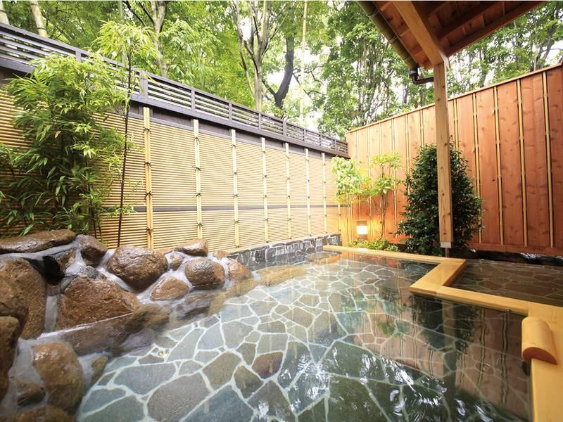 【露天風呂】竹林の揺らぎの下でゆっくり寛げる