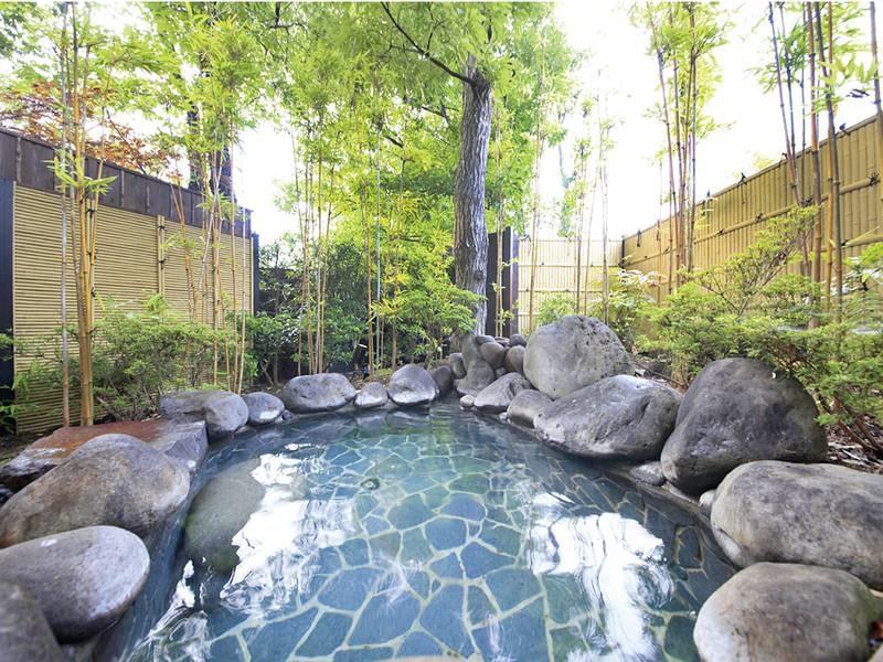 【本館貸切露天風呂・一の湯 梢】本館3つの貸切風呂は利用無料