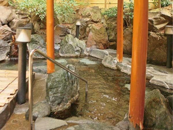 【本館大浴場/小涌園の湯】風情ある岩造りの露天風呂