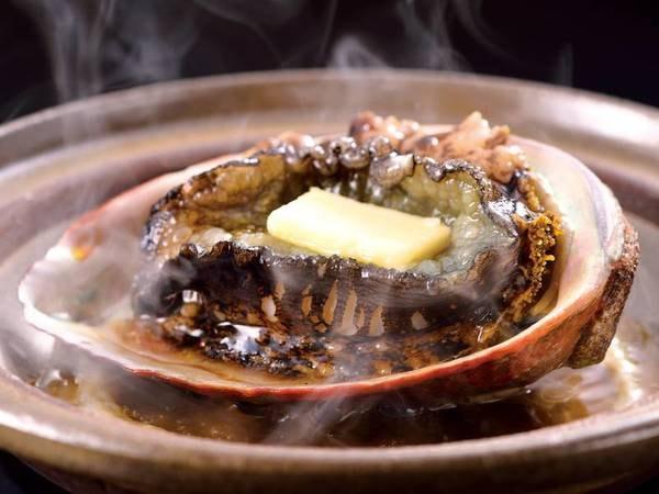 【地物活黒あわび海鮮壊石/例】やわらかく味わい豊かに <活黒あわび踊り焼き>