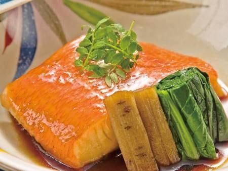 【夕食/例】ふわっふわの身が好評の「金目鯛の漁師煮」