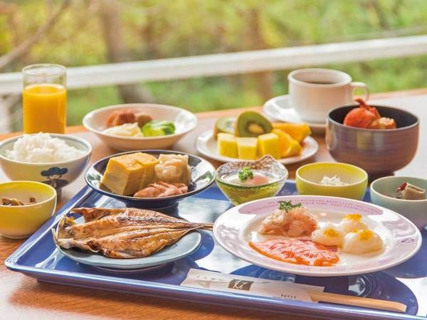 【朝食/例】朝食は、地元食材満載の約40種の和洋バイキング