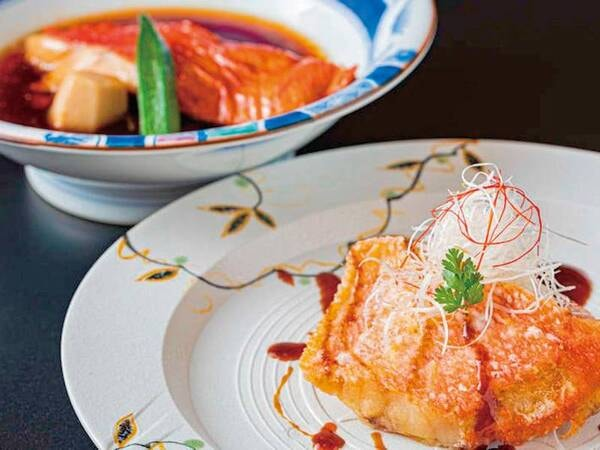 【夕食一例】選べる金目鯛料理は煮付けか唐揚げをお選びいただけます♪