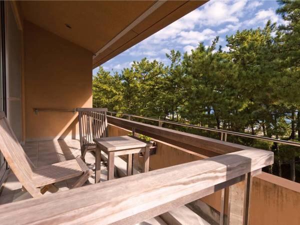 【客室バルコニー/例】弓ヶ浜を眺めながら優雅なひと時を