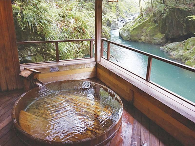 【露天風呂/男湯】川のせせらぎに耳を傾け湯浴み