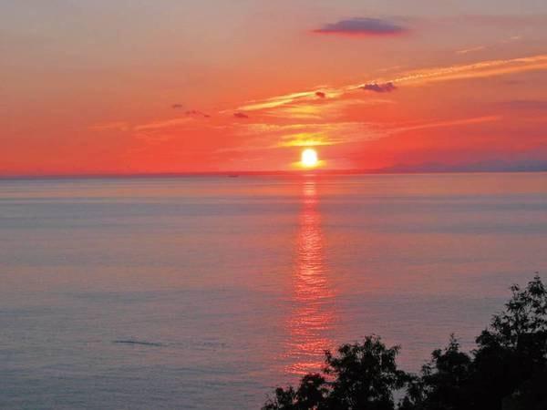 日本一の夕陽が沈むロマンチックな風景