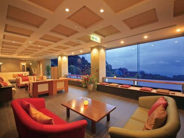 【ゆとりろ熱海】『美・彩・食』をテーマに過ごす癒しの空間。眼下に絶景が広がる足湯カフェはじめとした洗練された空間が上質なひと時を確約