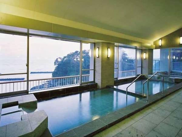 【大浴場】駿河湾を一望しながら心ゆくまで湯を堪能