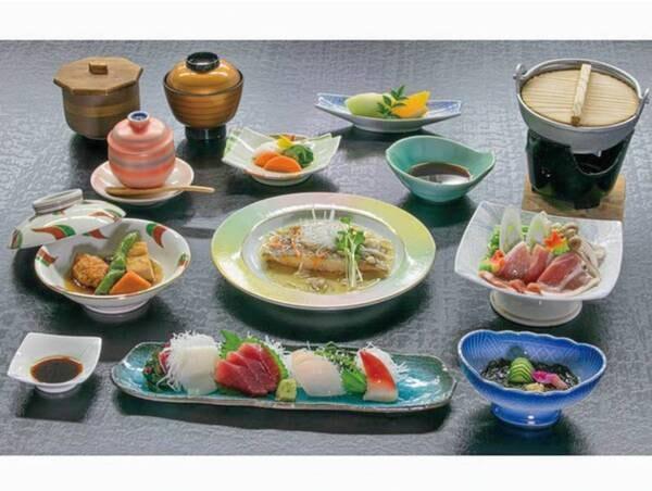【お値頃!海の幸プランの/春~冬の夕食例】季節の地魚会席をご用意!駿河湾が見えるレストランでどうぞ!※写真は1人分