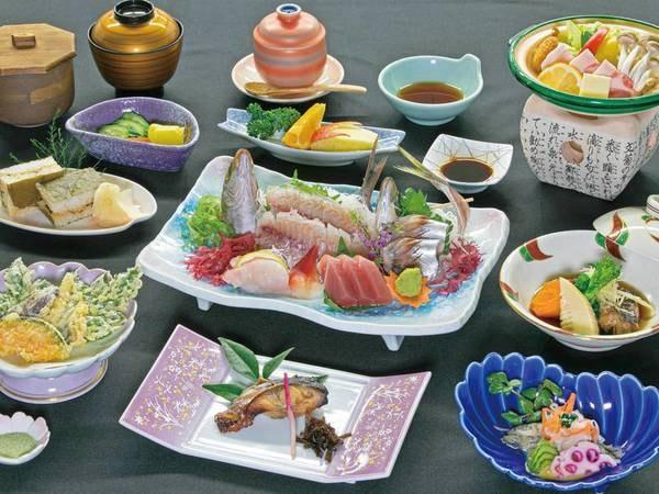 【郷土を楽しむ田舎料理/4~7月迄の料理一例】地魚をはじめ松崎の味覚を楽しむワンランクUPの田舎料理! 海をのぞむレストランでどうぞ!