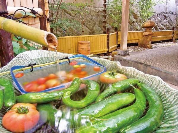 湯上り処で地元野菜を無料で提供