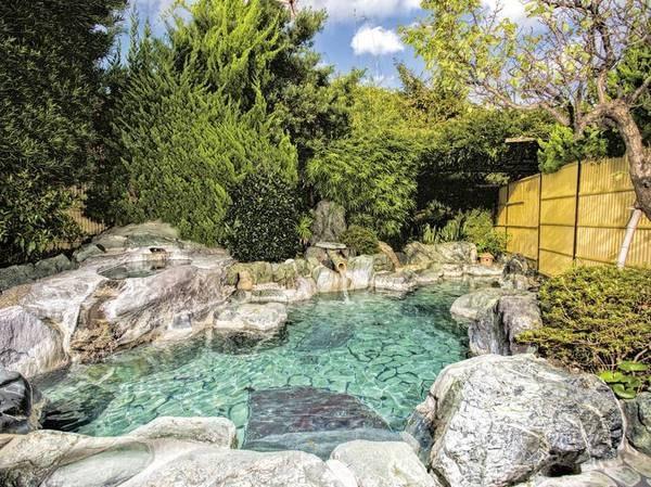 【有料貸切露天「秋日和」】開放的な空間で湯浴みを楽しむ
