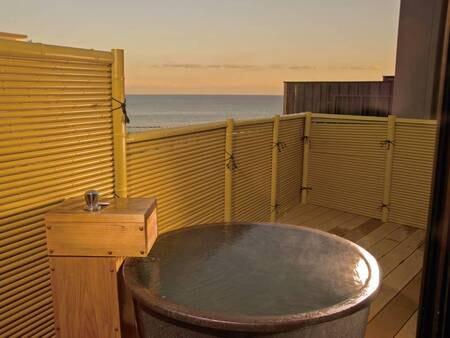 露天風呂付客室の客室露天風呂例(様々なタイプあり)