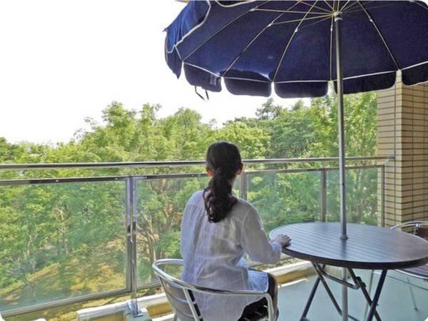 【テラス】伊豆高原の自然を感じながらのんびりと癒される