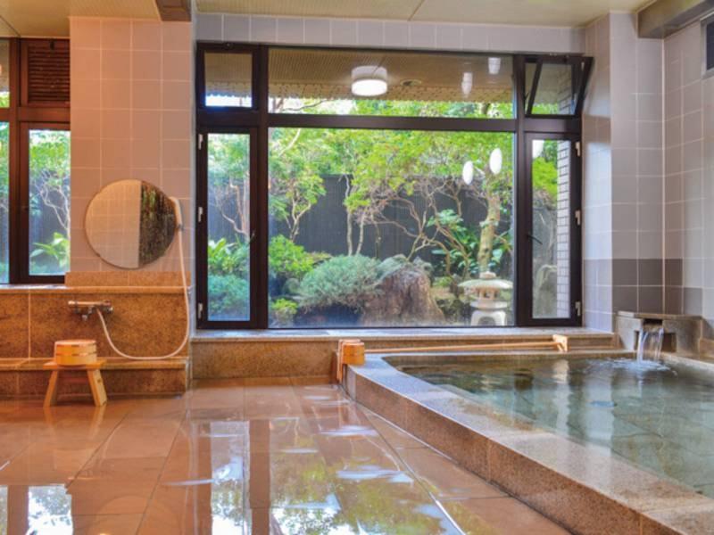 【大浴場/男湯】大きな窓が開放的