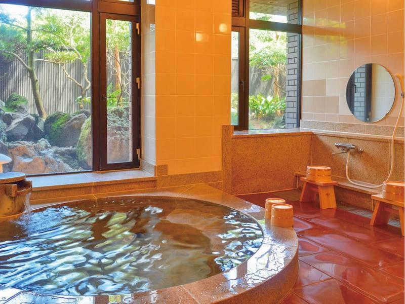 【中浴場/女湯】明るい雰囲気の中浴場