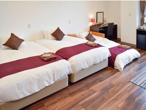 【客室】城ケ崎海岸を一望できる約30平米のトリプルルーム/例