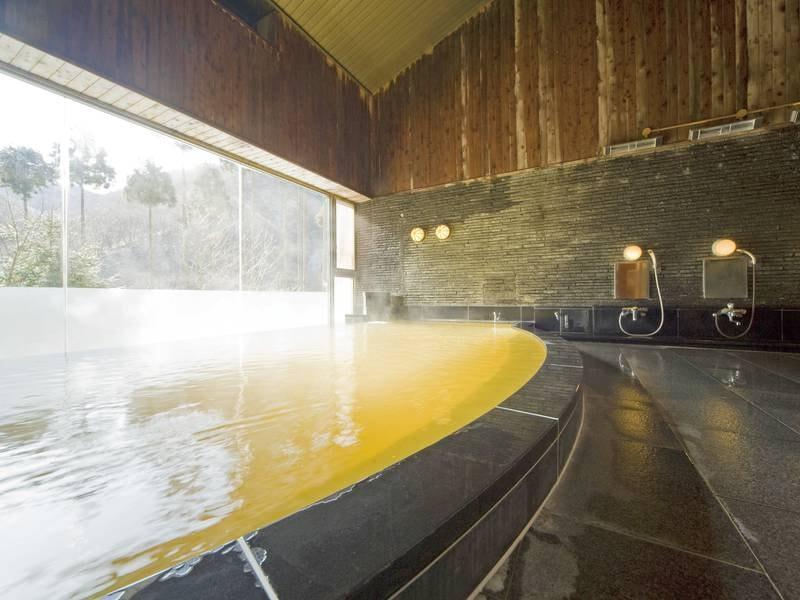 【大浴場】敷地内の源泉から汲み上げられる良質な湯は肌に優しい美肌の湯として好評