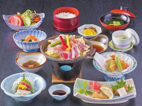 【お得!妙義会席(ソフトドリンクバー付)/例】夕食は地元産のコシヒカリ、名産のトマトをはじめとした地元食材を使った会席