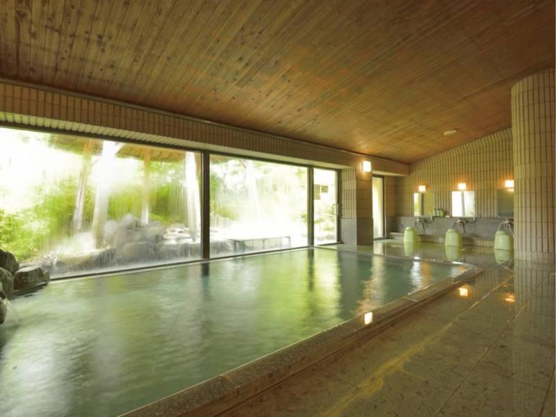 【大浴場】開放的な空間でゆったり※非温泉