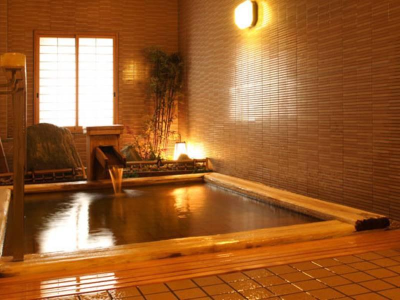 【貸切風呂「まごころの湯」】段差がほとんどなく、どの世代のお客様にも優しいバリアフリーのお風呂です