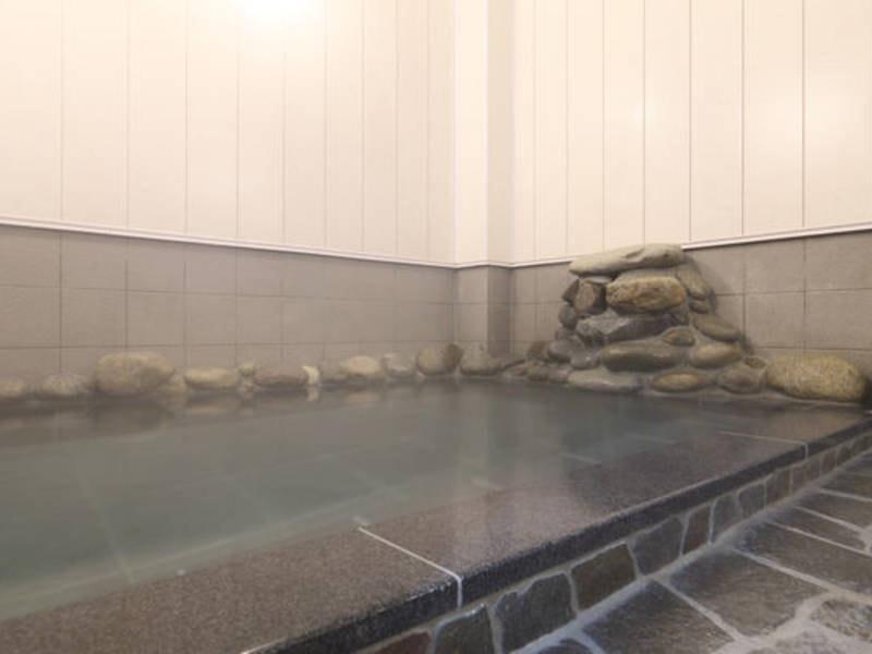 【大浴場】湯畑源泉から引き込んだ100%かけ流しの天然温泉