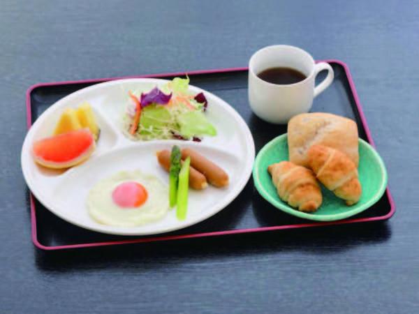 【朝食/例】好評の手作りふわふわパンと軽食