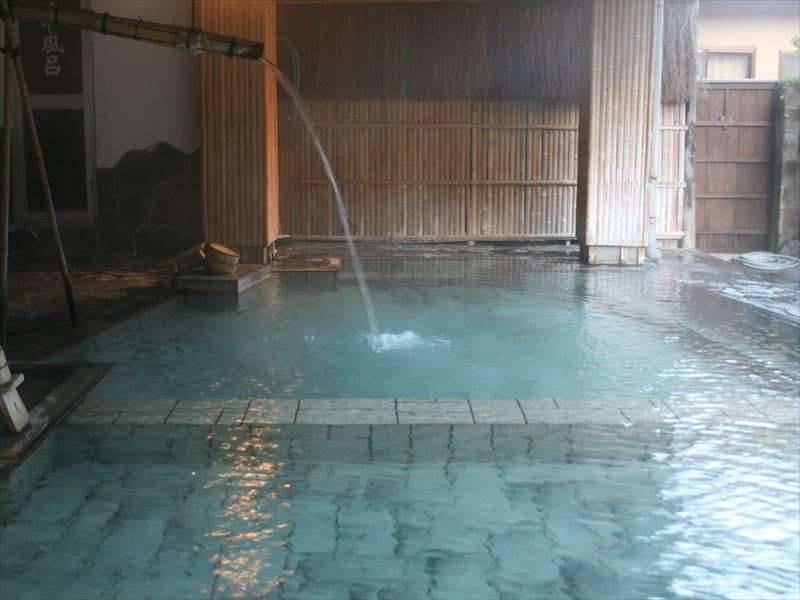 【露天/源之湯】優しい透明な温泉です