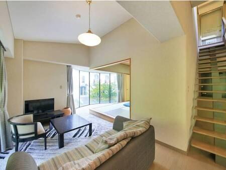【コテージ】イーストウェスト館2階2DK/例 1階は和室・リビング、2階は寝室・浴室