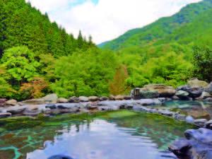 【露天風呂/男湯】四季折々の風景を楽しめる