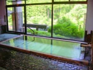 【大浴場】古代檜を使用しヒノキチオールを多く含む健康風呂