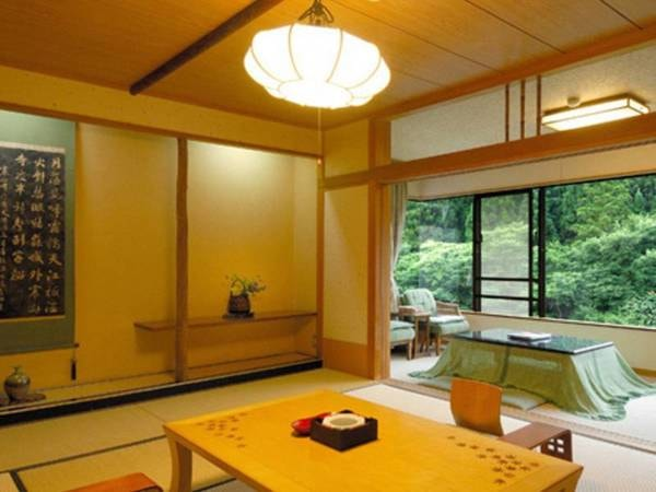谷川岳を望むスタンダード和室8畳+3畳/一例