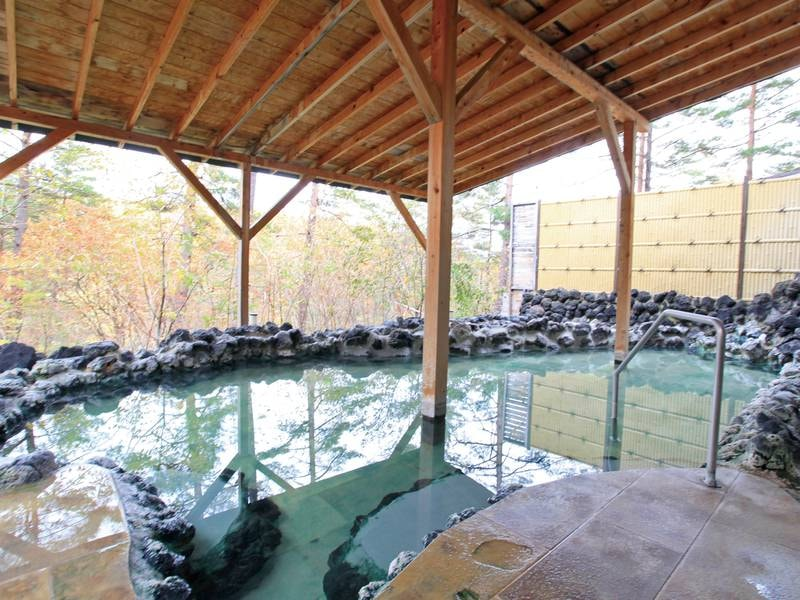 【露天風呂】万代鉱源泉の湯をかけ流しで堪能!