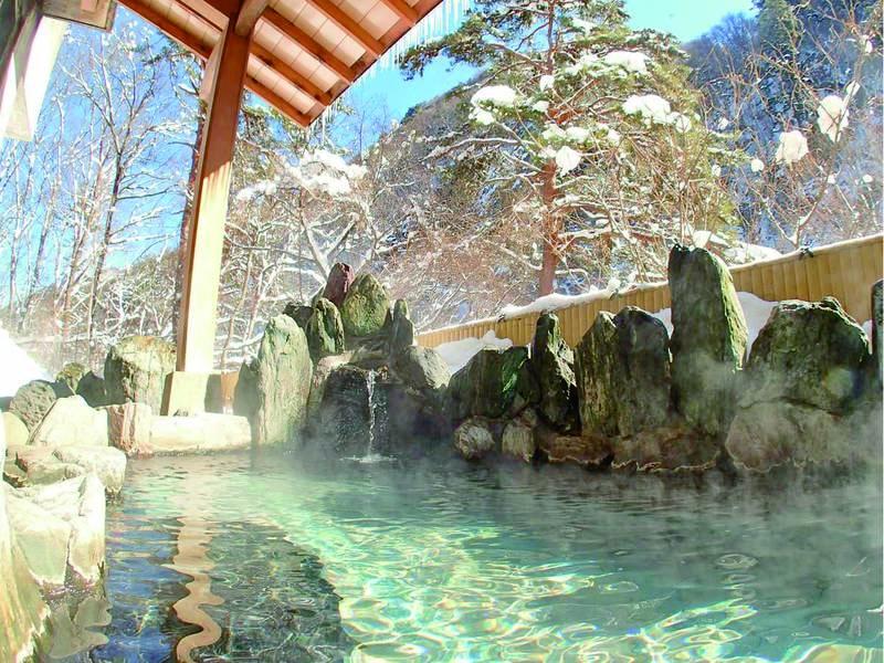 【本館露天風呂】特別景観保地区に指定された壮大な老神の景色を満喫