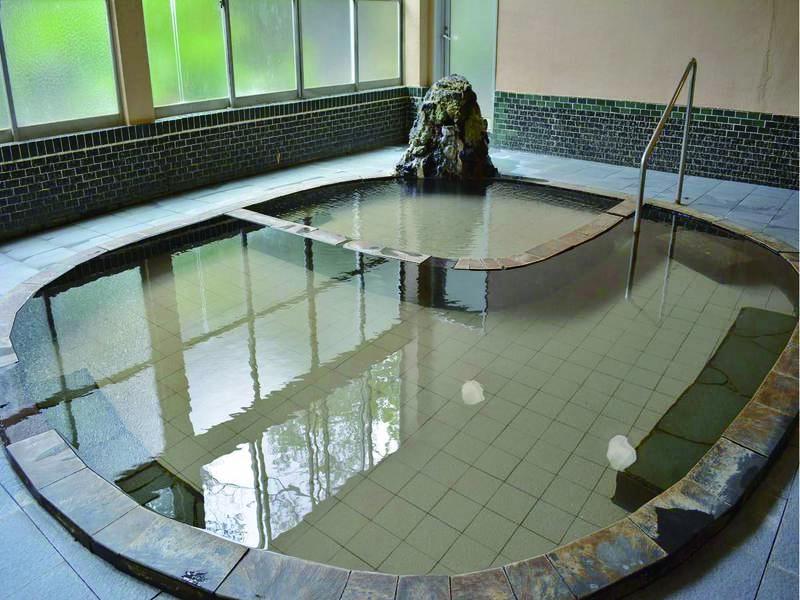 【別館大浴場】別館では硫黄泉の湯をかけ流しで楽しめる