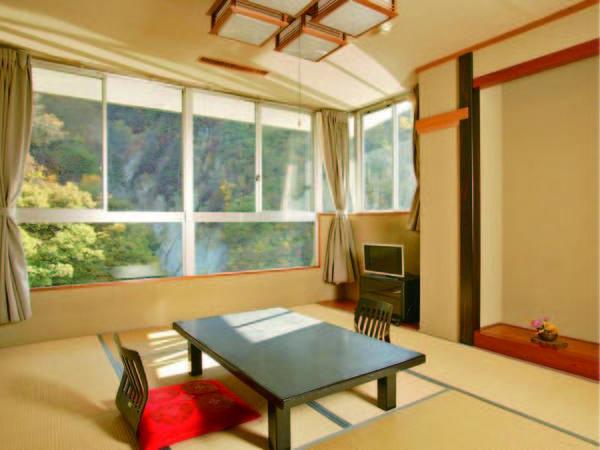【渓流側和室/例】広さ10畳の本館にあるお部屋(本館はエレベータ完備)